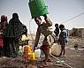 예멘 봉쇄작전 중인 사우디, 유엔의 수도구호 비행 허용