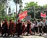 로힝야 괴롭히던 미얀마 서부 불교도, 토착 왕조 추모하다 경찰에 7명 사망
