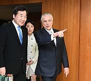 브라질 대통령과 대화하는 이낙연 총리