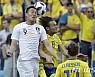 대한민국, 스웨덴과 전반 0-0…박주호 부상 교체