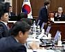 법사위 국감 또 파행…'강정마을 판사' 출석 두고 여당 퇴장
