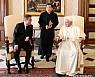 교황 방북 초청 수락 의사···성사까지 여러 난관 넘어야