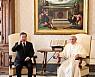 [종합3보]文대통령, 48분 교황 면담···교황, 김정은 방북 초청 수락