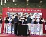 SKT, SK와이번스 한국시리즈 승리의 기쁨 나눠