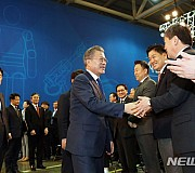 문재인 대통령, 로봇산업 육성전략보고회 참석