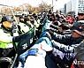 '집회 폭력' 민노총, 경찰 출석 시작…위원장은 미지수