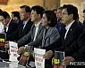 <고침> 한국당, 국회서 철야농성 돌입…청와대 앞 규탄도(종합)