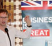 한-영 테크 로켓쉽 어워드 소개하는 토니 휴즈 영국 국제통상부 딜메이커