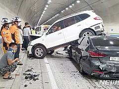 여수 터널서 차량 6대 교통사고···6명 부상