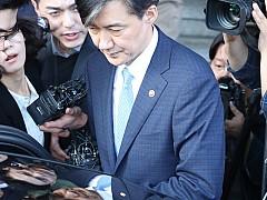 '조국 블랙홀' 사라져버린 정국···한국당 투쟁 노선 고심