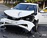 강진 교차로서 복지기관 차량·승용차 충돌···2명 경상