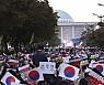 조국 사퇴에도 여전한 거리의 함성···'정치 복원' 절실하다