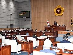 '보좌관 급여 착복' 나현 의원, 배지 뗀다