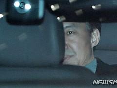 검찰, 조국 20일만에 3차 소환···조서 열람 마치고 귀가